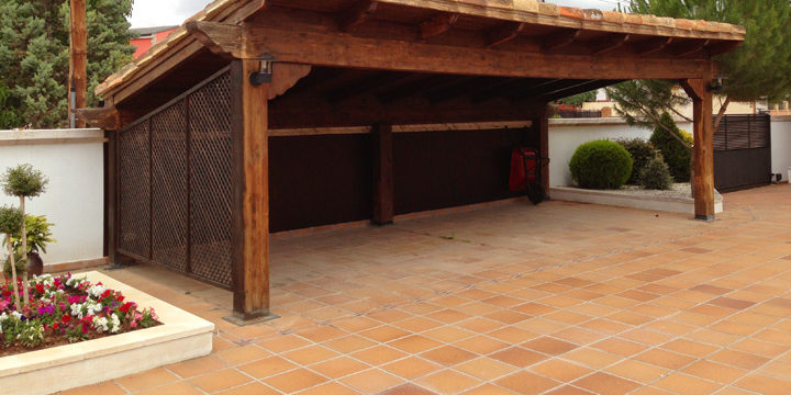 Cerramiento de cochera parking exterior acuglass zaragoza for Techos para garajes exteriores