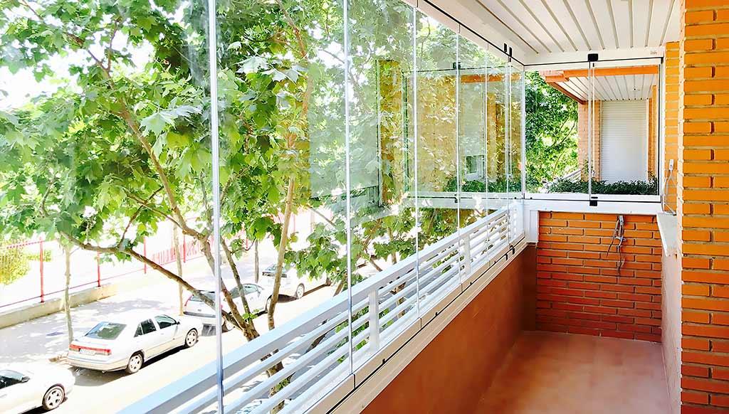 Cortina de Cristal en balcón de un piso en Zaragoza