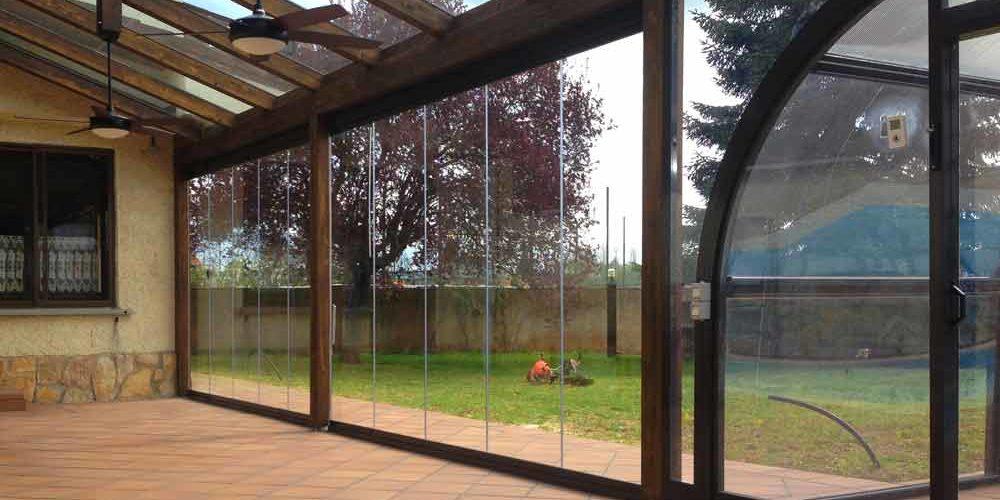 Cerramientos de terraza y cubiertas para piscinas en for Terraza madera exterior