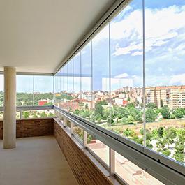 Cerramientos de terrazas y cortinas de cristal acuglass for Cortinas para terrazas acristaladas
